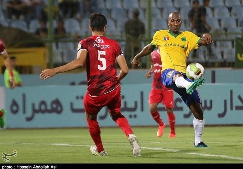لیگ برتر فوتبال، فزونی پرگل صنعت نفت مقابل فولاد با هت تریک بالوتلی