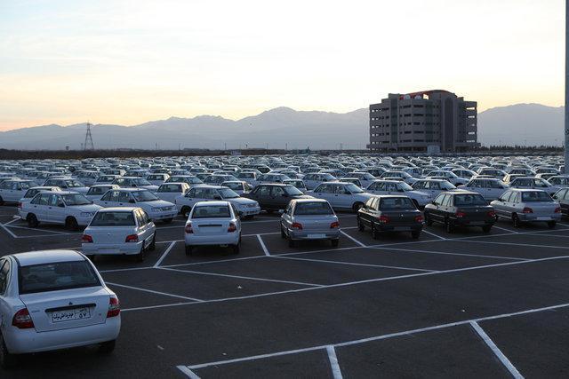 ادامه روند نزولی قیمت خودرو در بازار