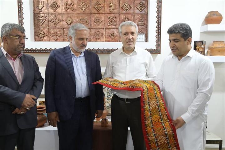 بازدید دکتر مونسان از فروشگاه صنایع دستی منطقه آزاد چابهار