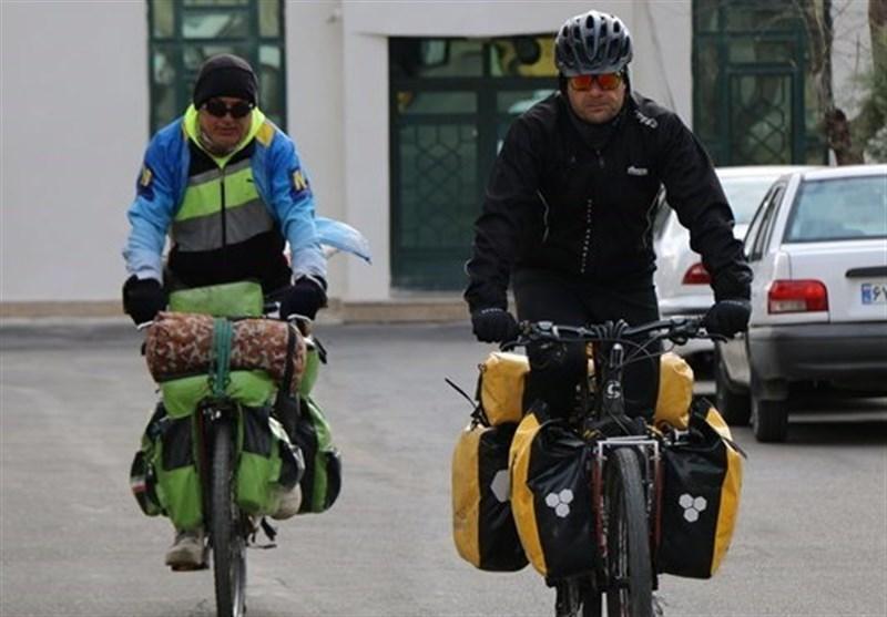 جانباز 65 درصد با دوچرخه به دور جهان سفر می نماید