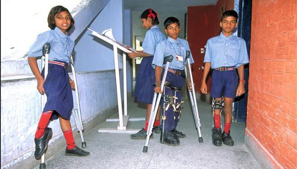 فلج اطفال (پولیو)؛ علائم، تشخیص و راه های درمان