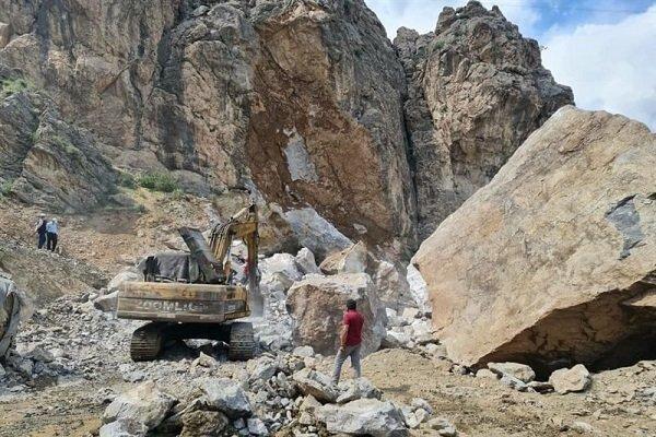 سقوط صخره در آزادراه تهران-شمال جان دو کارگر را گرفت